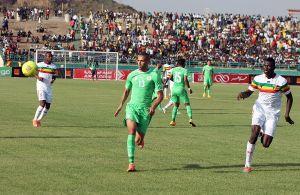 Mali cumple ante una desafortunada Argelia