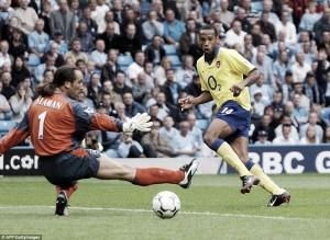 El Manchester City releva al Arsenal en el trono inglés