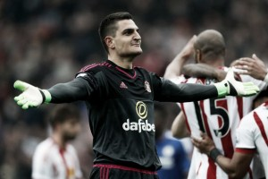 Mannone in talks for contract extension