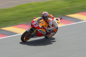 Sachsenring: Marquez primo nelle terze libere. Brutta caduta di Pedrosa