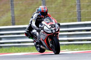 Superbike, a Sepang vince Melandri, fuori le Kawasaki