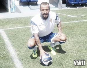 Mario Álvarez, un central contundente y con buen manejo del balón