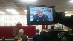 """Mark Hughes: """"El equipo se muestra positivo en este momento"""""""