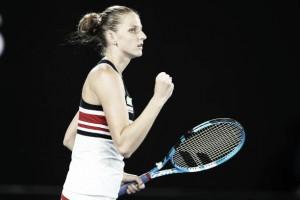 Australian Open: Karolina Pliskova rallies to overcome Barbora Strycova