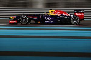 Vettel domina ad Abu Dhabi, Alonso rimonta ed è 5°