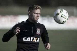 Atlético-MG e Corinthians avançam em troca envolvendo Clayton e Marlone