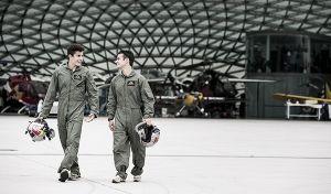(Vídeo) Márquez y Pedrosa cambian la Honda por un avión de combate