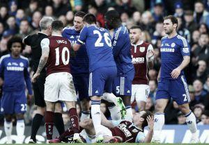 Barnes pone los golpes, Ivanovic y Mee los goles