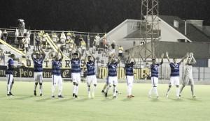 Em jogo movimentado, Atlético Tubarão vence Criciúma e sai do rebaixamento