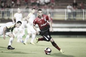 Joinville marca nos acréscimos e vence clássico contra Criciúma