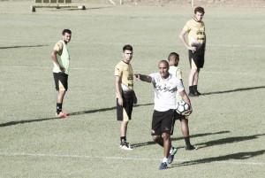 Com dúvida no gol, Criciúma encerra preparação para enfrentar o Fluminense