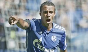 Liverpool make offer for Schalke centre-back Joel Matip