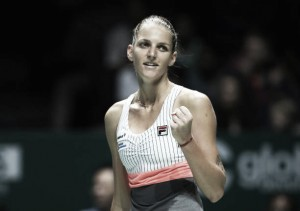 WTA Finals: Karolina Pliskova eases past Venus Williams