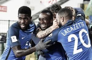 França joga mal, mas supera Bulgária pelo placar mínimo e segue líder do Grupo A