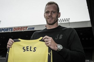 Newcastle United complete Matz Sels signing