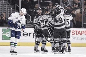 Los Angeles Kings hang on in the shootout to defeat Vancouver Canucks 4-3