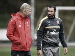 """Ídolo do Arsenal, Pires aprova contratação de Mbappé: """"Objetivo é vencer a Premier League"""""""