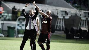 """Autor do gol da vitória, Walter exalta Milton Mendes: """"Um pai para mim"""""""