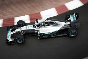 Rosberg padrone di Monaco. Il pasticcio Mercedes costa la vittoria a Hamilton
