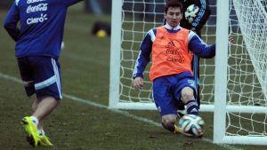 La AFA le realiza pruebas médicas a Leo Messi