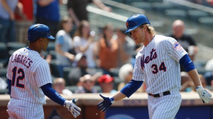 Syndergaard Contributes Offensively and Defensively, Leads Mets Over Phillies 7-0