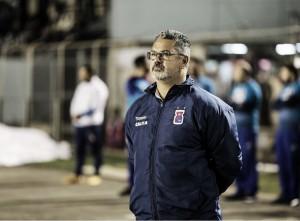 Torcida do Paraná cobra saída de Micale, mas treinador garante permanência apesar da derota