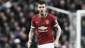 Michael Carrick seguirá un año más en el Manchester United