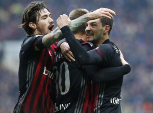 Lapadula toglie le castagne dal fuoco: rimonta Milan sul Crotone (2-1)