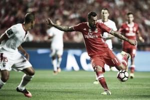 Mitroglou lleva al Benfica a lo más alto de la tabla