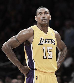 Los Lakers se reencuentran con la Paz Mundial