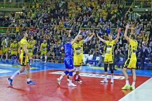 Volley M - Luca Vettori ed Earvin Ngapeth trascinano l'Azimut Modena in semifinale scudetto