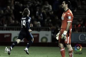 Modric evita que el Madrid se caiga del manzano