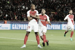 Com marca histórica de Mbappé, Monaco bate Dortmund novamente e avança na UCL
