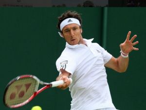 Wimbledon: Juan Monaco Takes Out Former Quarterfinalist Mayer In Opening Round