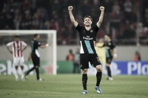 Nacho Monreal signs new three-year contract with Arsenal