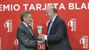 Del Bosque le muestra la Tarjeta Blanca a Carlos Mouriño