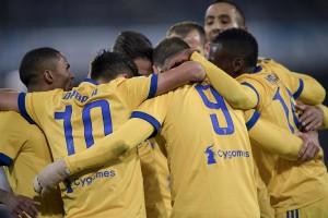 Napoli-Juventus: le pagelle bianconere. Douglas Costa immenso, Benatia un muro