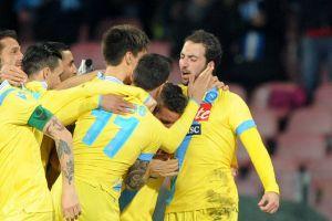 Higuaín y Callejón guían al Nápoles a la final de la Coppa Italia