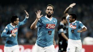 Com show de Higuaín e Insigne, Napoli atropela Lazio no San Paolo