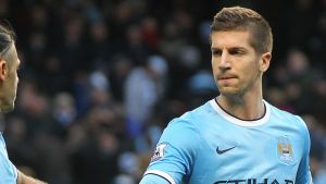 Arsene Wenger makes move for central defender