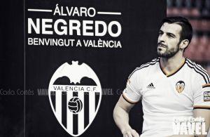 Fotos e imágenes de la presentación de Álvaro Negredo, por el Valencia CF