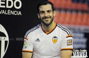 Álvaro Negredo comienza a tocar balón dos meses después de su lesión