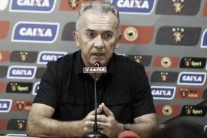 Técnico Nelsinho Baptista se revolta contra diretoria e sai do Sport; Daniel Paulista é demitido