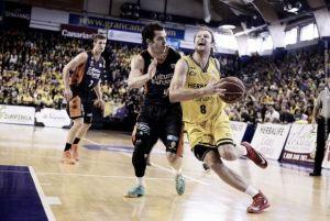 Homenaje al baloncesto y victoria taronja en el último partido del CID