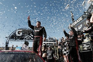 Ryan Newman wins Camping World 500 at Phoenix International Raceway