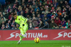 Neymar, cerca del banquillo