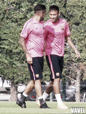 Neymar y Alves se reincorporan al equipo