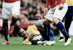Neymar unhappy at rough treatment from opponents on the pitch