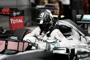 Nico Rosberg manda también los sábados