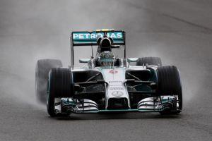 Silverstone, Rosberg in pole con un meteo folle. Disastro Ferrari